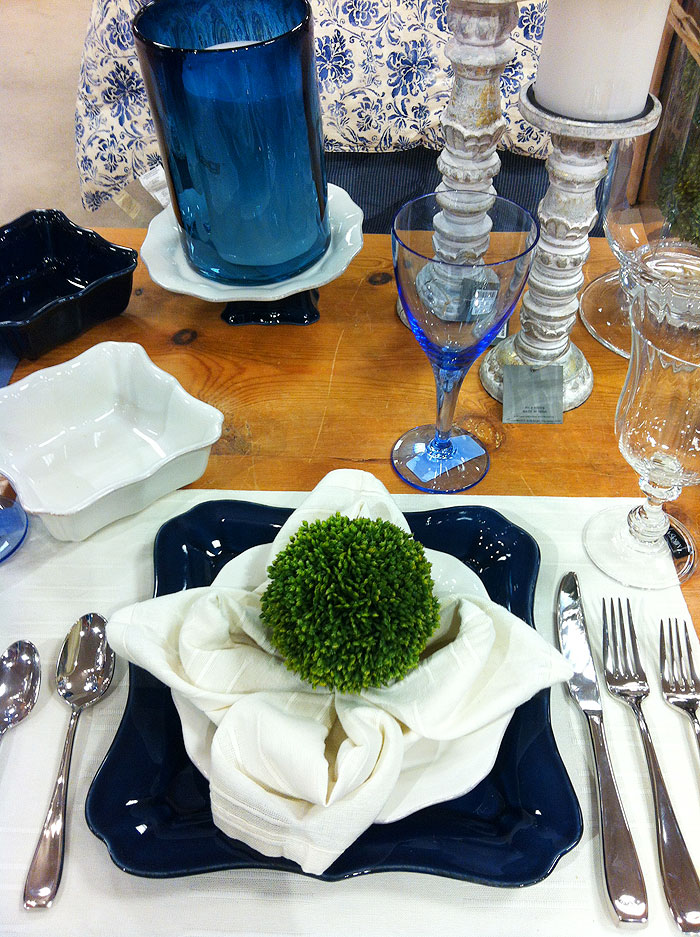 blueandwhiteplacesetting