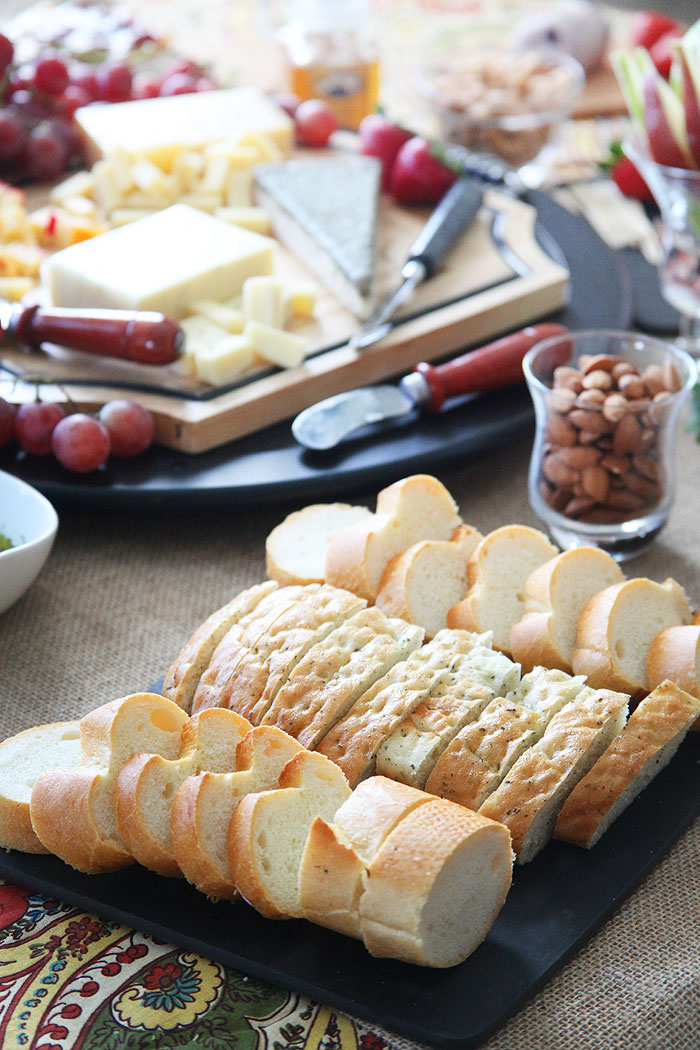 Most people opt for crackers with their cheese. And if you are serving a cheese plate as an appetizer before a big meal this will probably be a great ... & PartyTipz: entertaining with style and ease