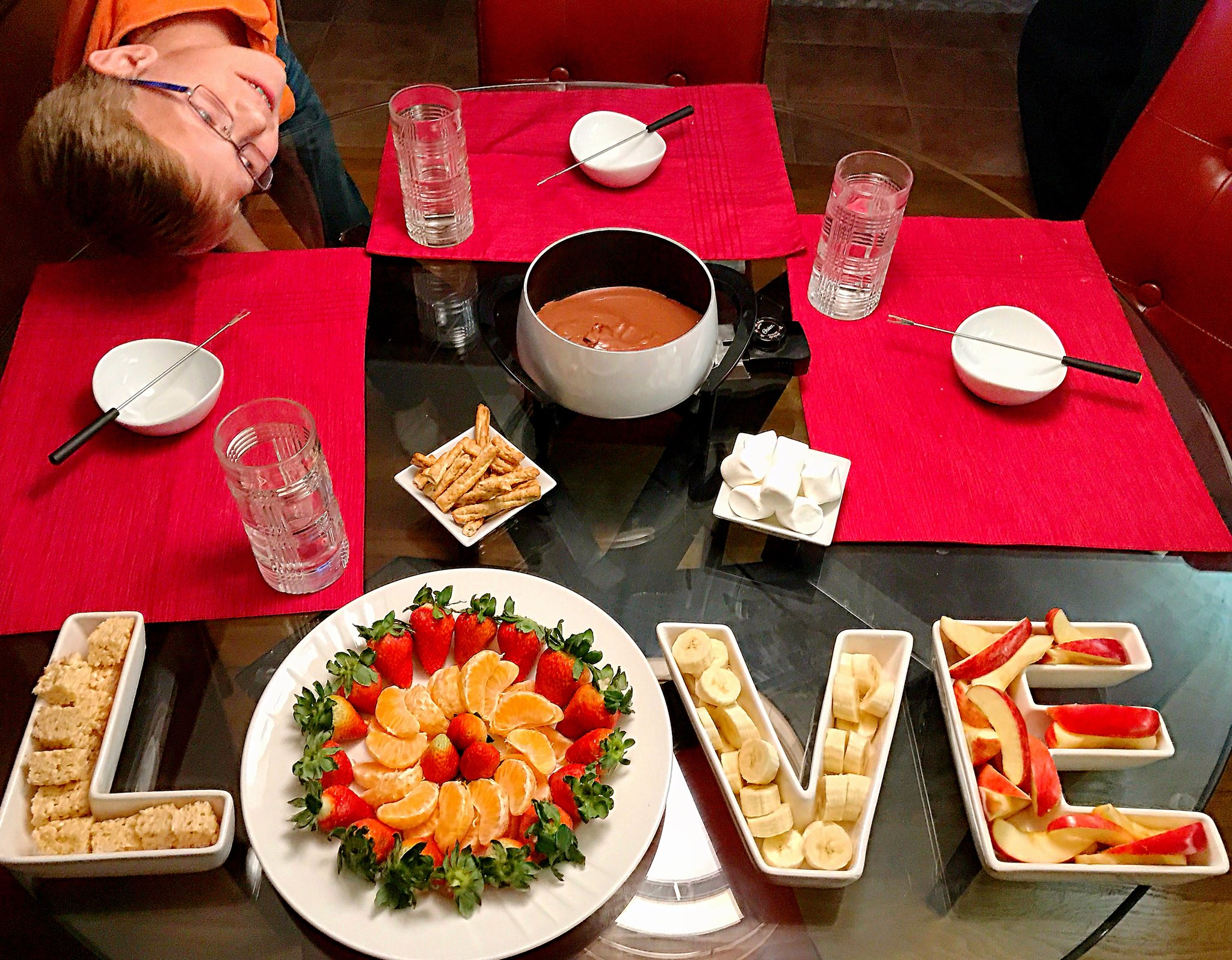 Valentine's Day, Valentine's, Fondue, chocolate, chocolate fondue, fruit, LOVE, fruit for fondue