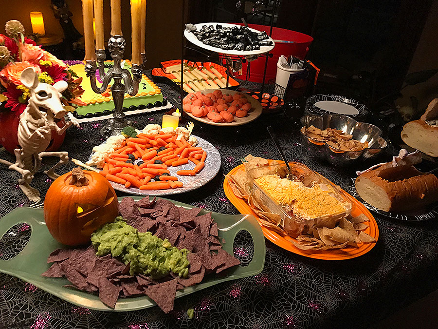 Halloween, Halloween party, cake, Halloween cake, pumpkin, pumpkin cake, sweets, Halloween sweets, spooky party, spooky treats, scary treats.