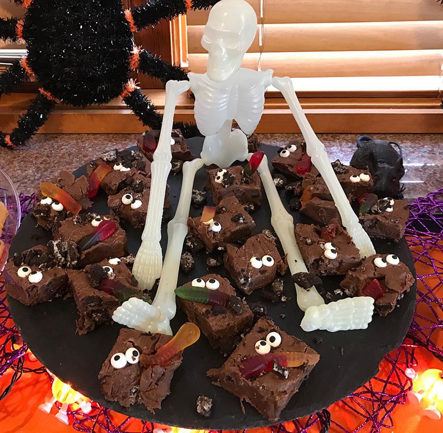Halloween, Halloween party, cake, Halloween cake, pumpkin, pumpkin cake, sweets, Halloween sweets, spooky party, spooky treats, scary treats.