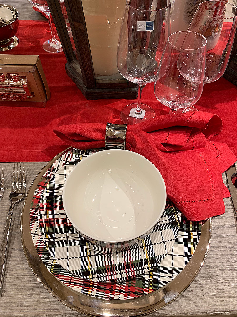 Fall, tables, place setting, thanksgiving, Thanksgiving placesetting, silver, plates, china, plaid, holiday, holiday plaid, christmas