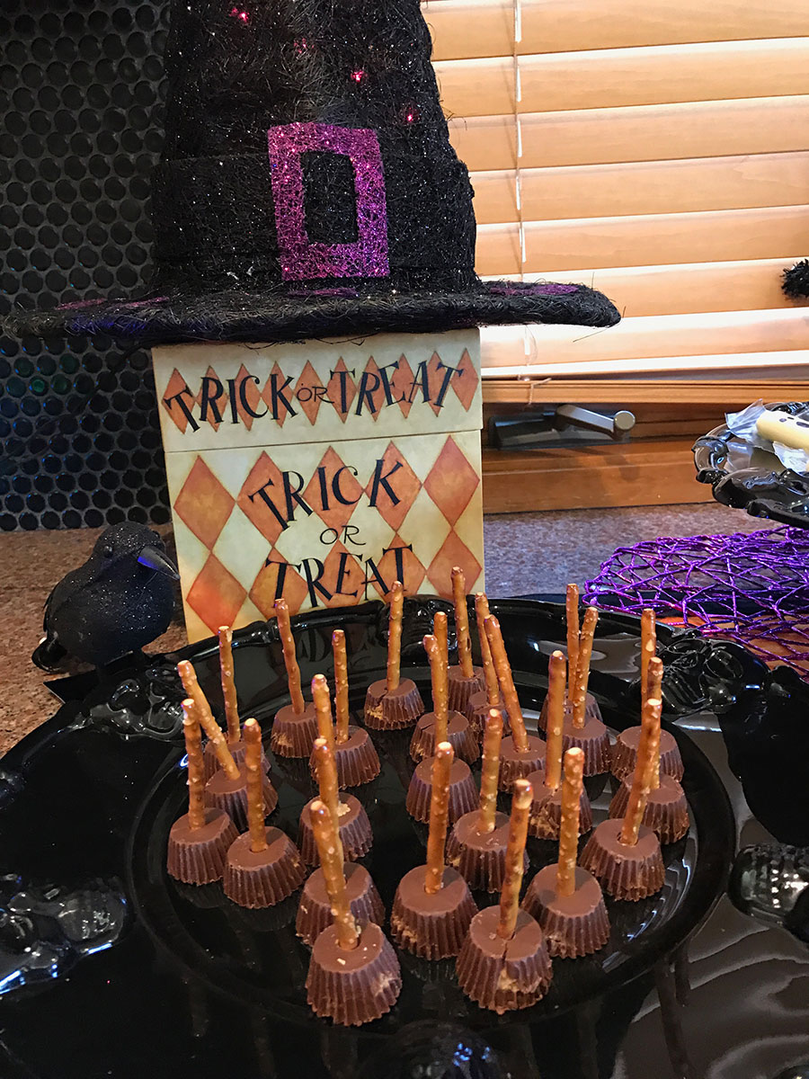 Halloween, Halloween party, cake, Halloween cake, witch, witch's cake, witch's finger, Celebrating Halloween