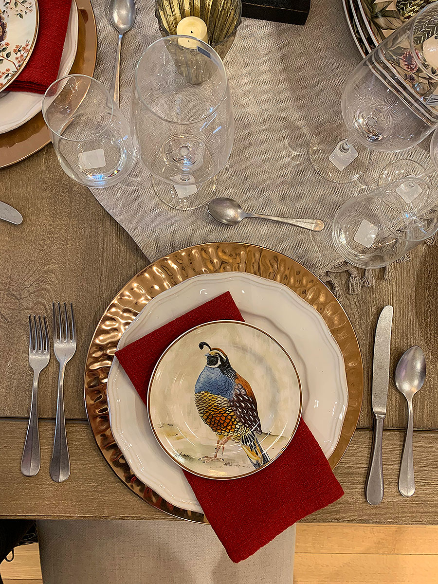 Fall, holiday, thanksgiving, tablescape, tables, tablesetting, Thanksgiving table setting, gold, plates, red,