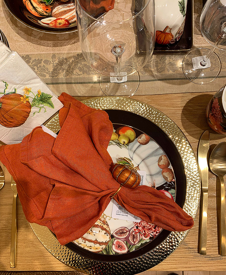 Fall, tables, place setting, thanksgiving, Thanksgiving placesetting, silver, plates, china, pumpkins, napkins,